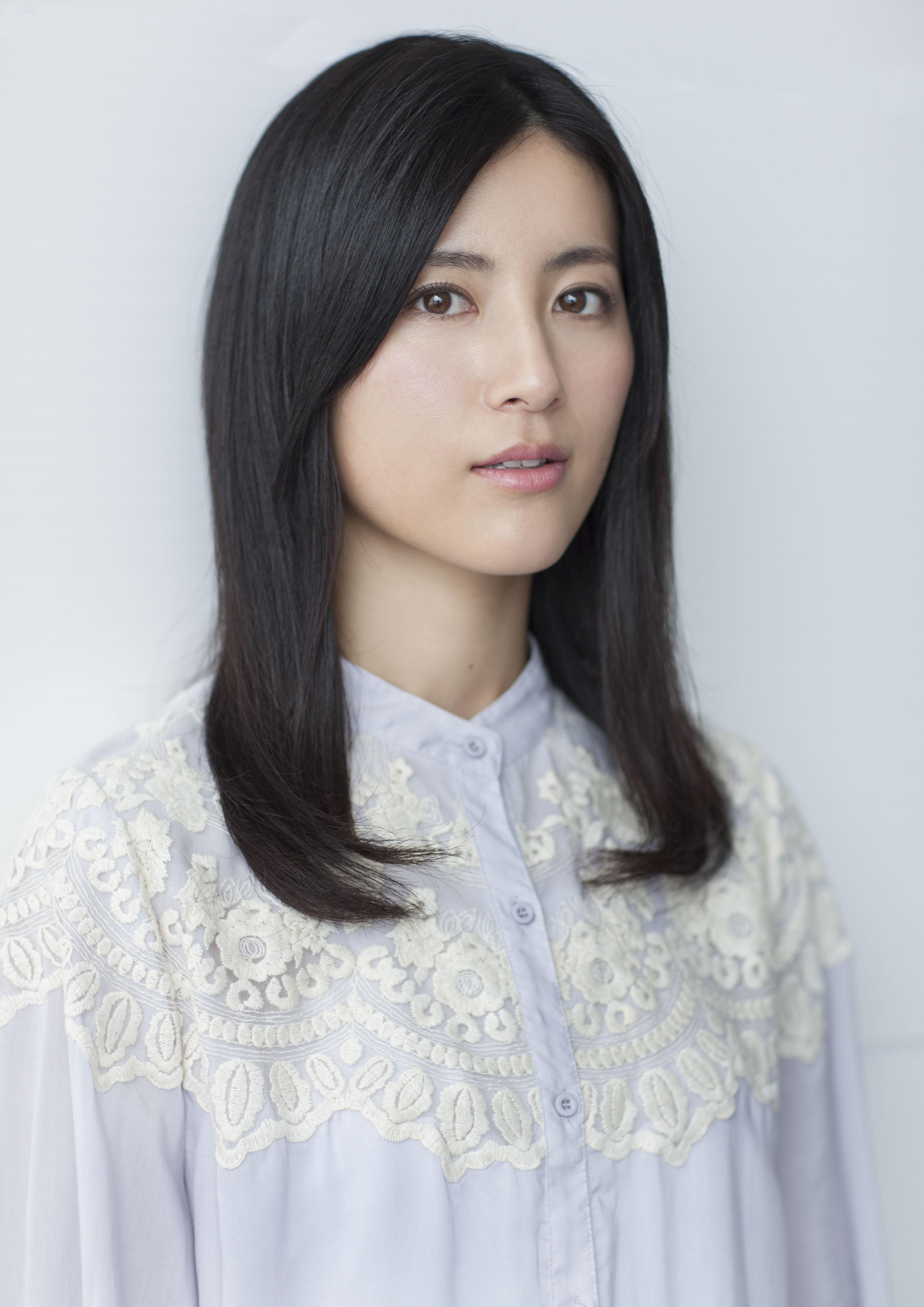 魅力的な表情の福田彩乃