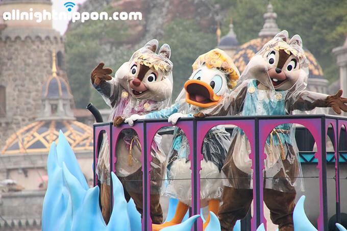 東京ディズニーシーのハロウィーンイベント『ザ・ヴィランズ・ワールド』開催!初登場のアクアボート演出に大歓声!