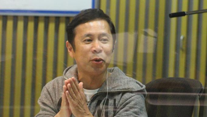 岡村隆史、共演者から野次られつつ石原さとみとの2ショット写真を撮影