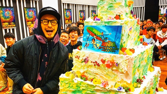 "WANIMA、公開収録で""特大ケーキ""を自腹でプレゼント! 驚きの値段に一同騒然……"